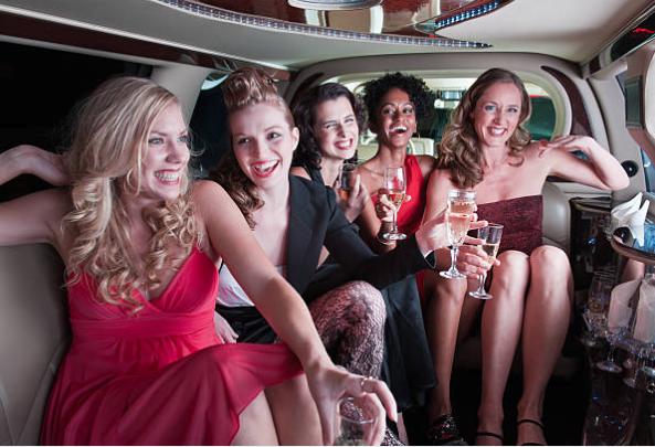 уникално моминско парти